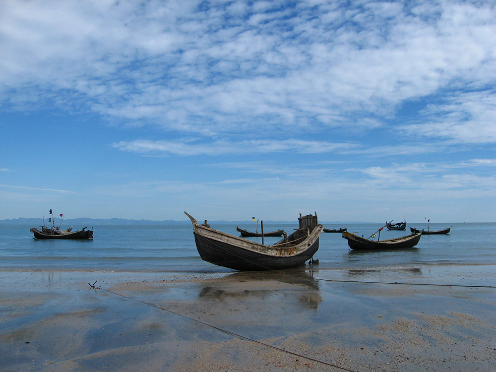 St. Martin's Island: Beautiful coral island in Bangladesh. Number six among the best places to visit in Bangladesh.