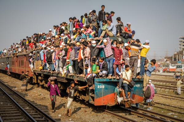 Train covered with people in Bangladesh